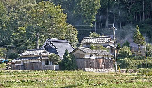 丹波篠山味まつり(5)黒岡川沿いの古民家-1