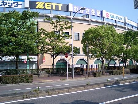 きのうまでは、ZETTの左まで、フェンスがありました。