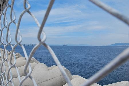 右には、淡路島が見えます。