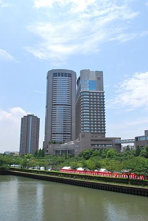 源八橋からOAPタワー&帝国ホテル