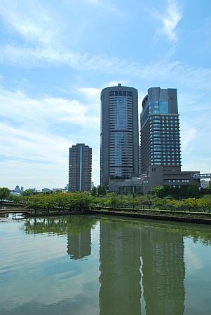 真ん中OAPタワー、右が帝国ホテル