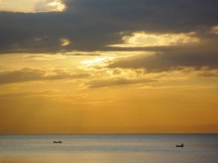 舟と夕焼け