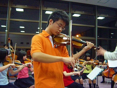 玉川学園オーケストラが川湯へ