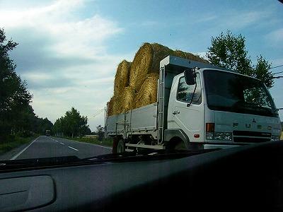 麦わらの運搬盛ん