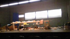 終演後の舞台。14時57分
