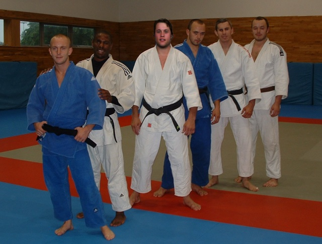 judo team photo cropped