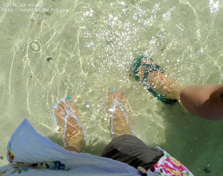 美ら海水族館近くの海に足を入れてみた