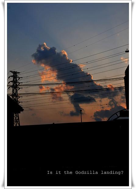 雲ゴジラ_edited-1.jpg