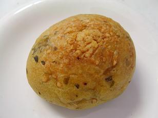 パンデュース ミニトマト入りバジルのフォカッチャ1