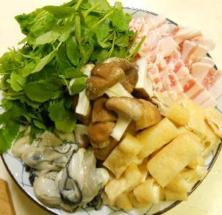 カキと豚バラとセリと油揚げのお鍋2