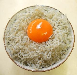 緊急食のしょっつる卵かけご飯3