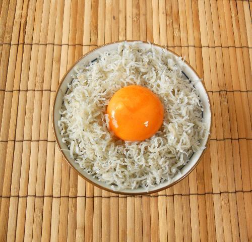 緊急食のしょっつる卵かけご飯5