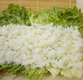 レタス巻き寿司とピリ辛挽肉サラダ10