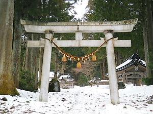 雄山神社鳥居(雪)