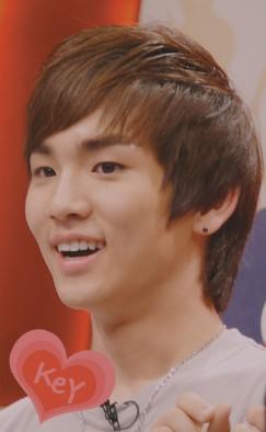 名前  ジ(チ)ョンヒョン生年月日  1990年4月9日身長  173cm 趣味  映画鑑賞、歌特技  作詞、中国語