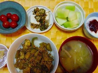ひき肉とナスとピーマンの味噌炒め丼