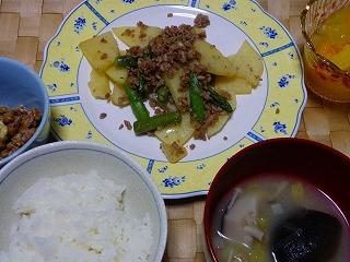 ジャガイモとひき肉とアスパラ炒め