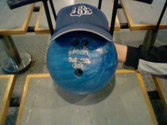 ボウリングの球 帽子付
