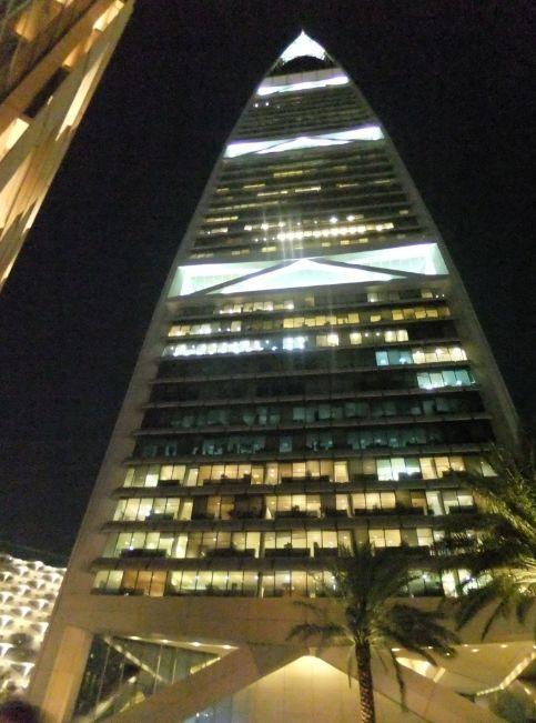 夜のファイサルタワー