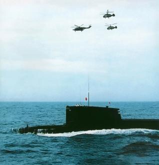 092夏#32423;改#36827;型核潜艇与反潜机#32534;#38431;演#32451;