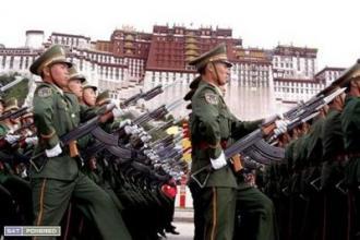 中國鎮壓西藏、開槍殺人的照片