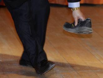 #28331;家寶遭示威者#19999;鞋 中國小心處理