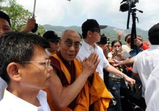 (中央社記者程#21855;峰高雄31日電)西藏精神領袖達喇嘛今天上午前往高雄縣甲仙#37129;小林村,舉行祈福法會