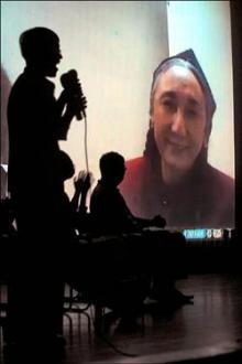 熱比#23149;紀#37636;片「愛的十個條件」昨1#26202;在台北市議會播放,熱比#23149;在美國華盛頓與現場進行視訊連線