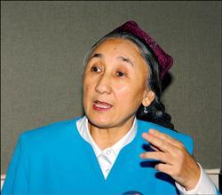 1021世界維吾爾代表大會主席熱比#23149;二十日訪問日本,剛抵東京後立即接受本報的專訪,這也是#22905;流亡美國之後第一次接受中文報紙的專訪,