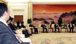 海基會董事長江丙坤(右二)率領的新聞交流團28日抵達北京,中國全國政協主席賈慶林(右一)接見全團。