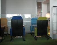 カラフルな椅子たち