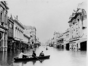 795px-1893_Brisbane_flood_Queen_St.jpg