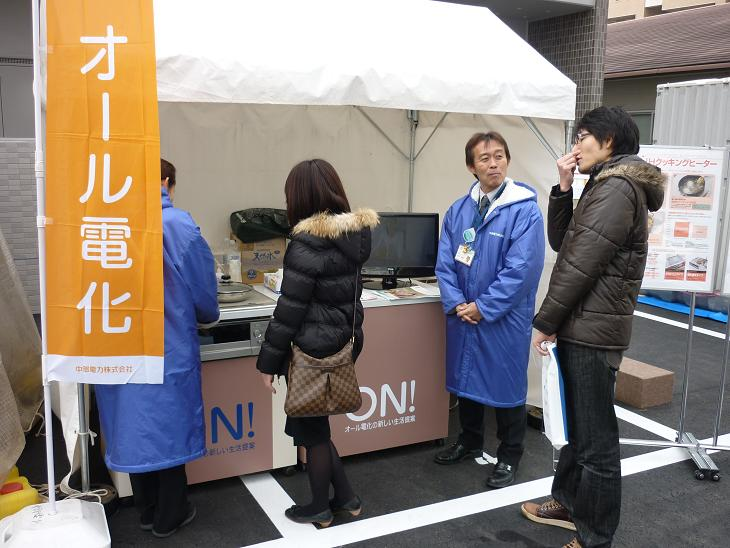 2011.02.0506 完成見学会 接客風景3