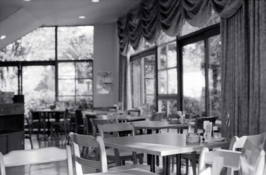 レストランの光景