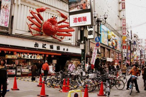 真ん中の大阪っぽい人がこちらを見てる