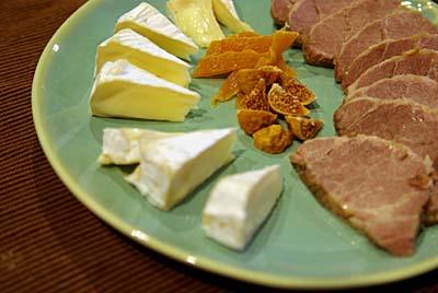 塩豚肉のハム カマンベールチーズ ドライマンゴーとドライイチジク