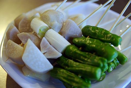 サトイモ葱としし唐の串 焼く前