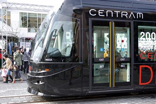 セントラム CENTRAM 開業 ブラック 車両先頭部