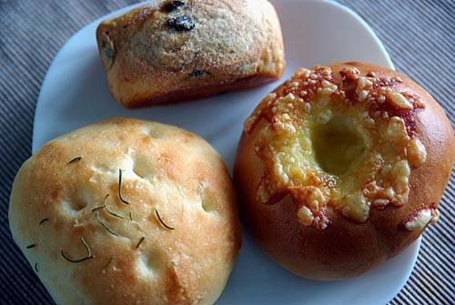 ルネット フォカッチャ、チーズベーグル、レーズンパン