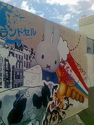 新宿駅前のミッフィー