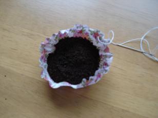 コーヒー豆を入れて