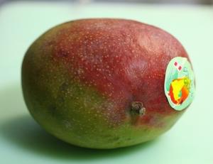 特売のマンゴー