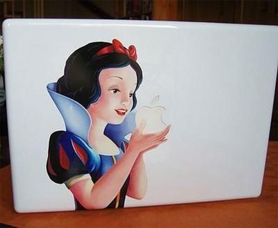 りんごを食べる白雪姫