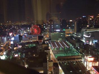 ホテル阪急インターナショナル:大きな窓に広がった夜景