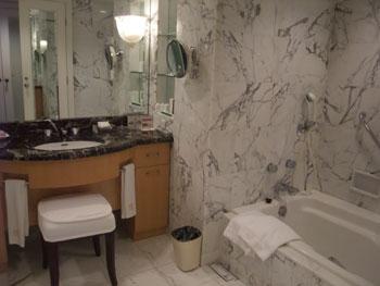 ホテル阪急インターナショナル:のんびりゴージャスなバスルーム