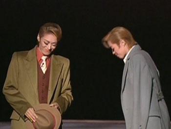 微笑みあう二人。そこにいたのは、ジャスティン&オーランジュ男爵であり、大和悠河と蘭寿とむだったと思う。
