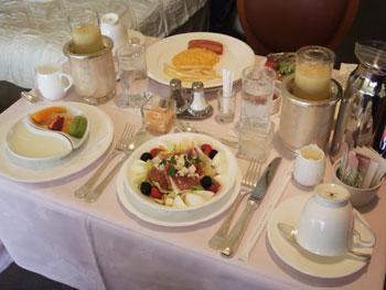 ルームサービスな朝食♪