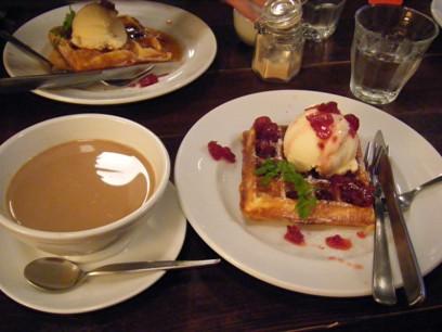 美味しかったけどボリューム満点で、カフェオレ残しちゃった。