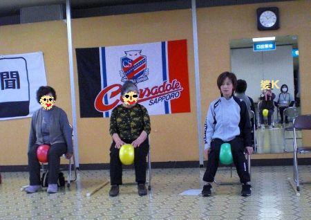 2009.10.26(月)コンサ健康教室ボール使用CIMG9075