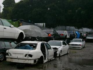 Junk yard 500e for Mercedes benz junkyard